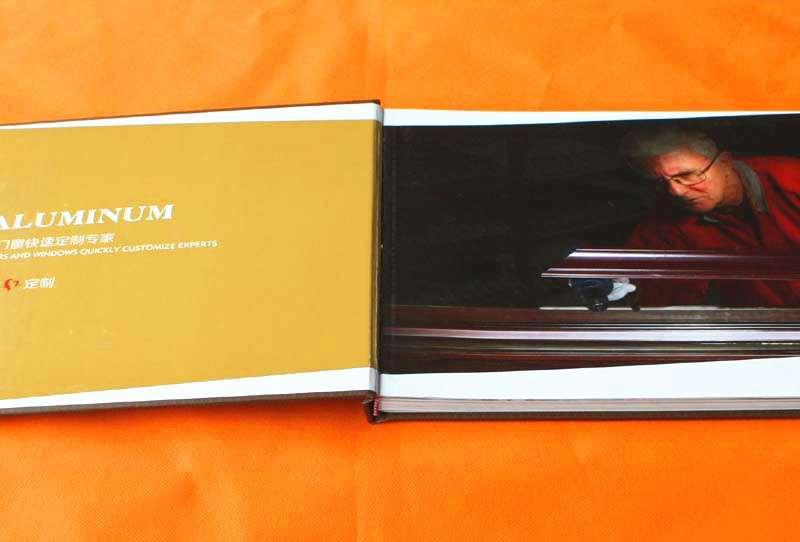 书刊12博备用网站展示河南12博备用网站厂:铝世家 铝门窗快速定制专家画册