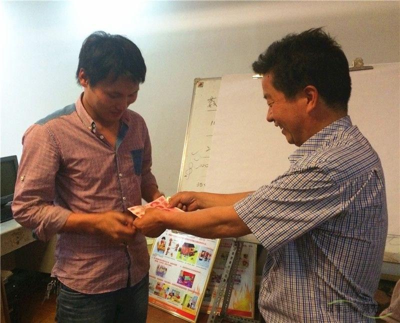 河南印刷厂六月启动大会当场兑现承诺现金奖励